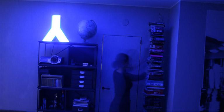 Une enseigne de magasin comme lampe d 39 int rieur the - Lampe d interieur ...